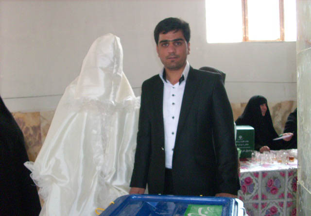 مصاحبه با داماد رفسنجانی که جشن عروسی خود را در پای صندوق رای برگزار کرد