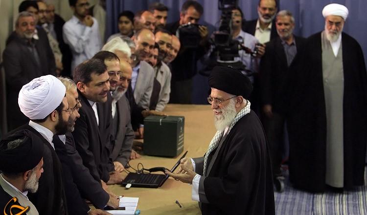 هدیه رهبر معظم انقلاب به عامل اجرایی شعبه 110 اخذ رای + تصاویر