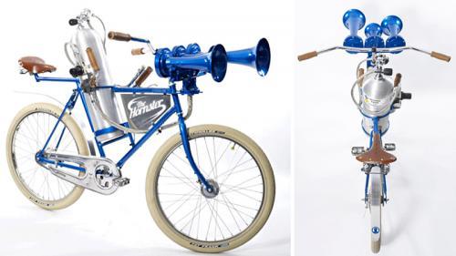 دوچرخه ای با بوق لوکوموتیو که از بلند شدن یک بوئینگ پرسروصداتر است