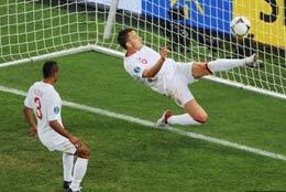 جنجالی ترین صحنه یورو ۲۰۱۲+عکس