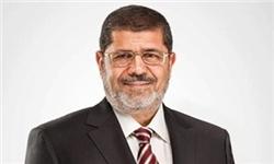 مرسی در مراسم نیروهای مسلح مصر و انتقال قدرت: به خواستههای نیروهای مسلح پاسخ میدهم/حفظ امنیت مصر پیشرفت آن را درپی دارد
