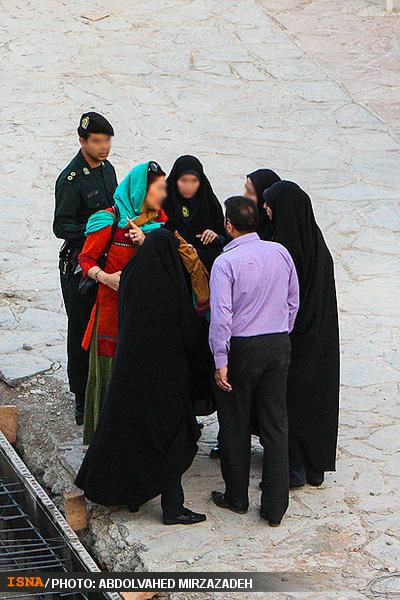 تصاویری ازلحظه دستگیری بازیگربدحجاب سینماوتلویزیون درورودی برج میلاد