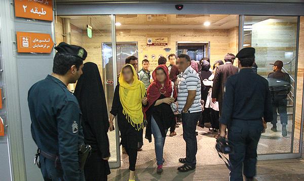 عکس: برخورد با افراد بدحجاب در برج میلاد