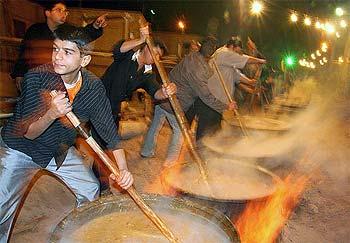 سنت نذری یکی از صور نهادینه برای تبلور جهان بینی و نظام اعتقادی شیعه