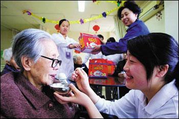 چینیهایی که به دیدار والدین خود نروند، مجازات می شوند