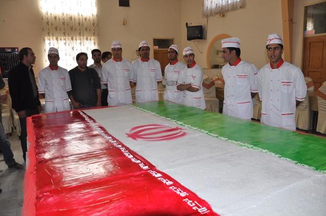 از بزرگترین کیک تولد شهدا در رفسنجان رونمایی شد + عکس