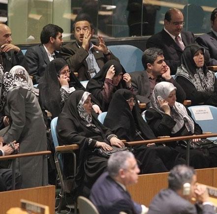 سفر۳۰۰نفری خانواده احمدی نژادو یا سفر دیپلماتیک دولت به آفریقا!