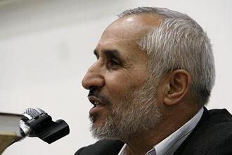 داوود احمدی نژاد به نفع جلیلی از کاندیداتوری انصراف داد