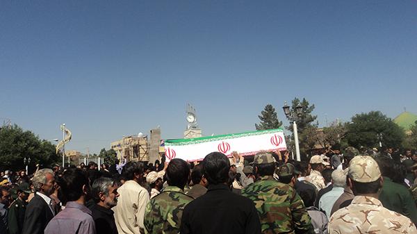 پیکرشهید پور یوسفی بر روی دستان مردم شهیدپرور رفسنجان تشییع شد