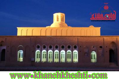 بیش از یک هزار و 400 گردشگر داخلی و خارجی از بزرگترین خانه خشتی جهان در رفسنجان