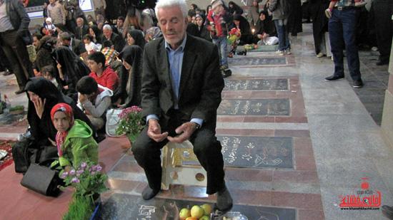 مراسم تحویل سال نو در جوار قبور شهدا رفسنجان (12)