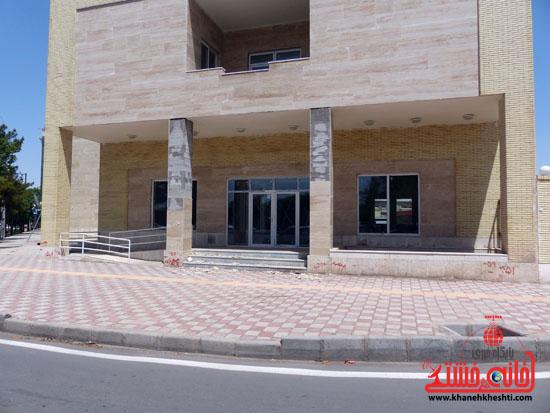اندر حکایت ساختمان های نوساز در رفسنجان: شروع بکار نکرده در حال فروریزی!