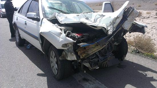 برخورد پژو و کامیون در محور رفسنجان-انار 7 مجروح برجای گذاشت+عکس