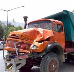 حادثه در تقاطع خیابانهای تختی و آذر مرگ راننده کامیون را رقم زد