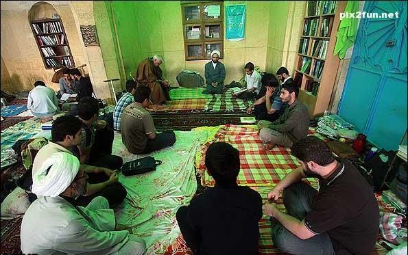 در شهر رفسنجان ۹ مسجد پذیرای معتفکین هستند