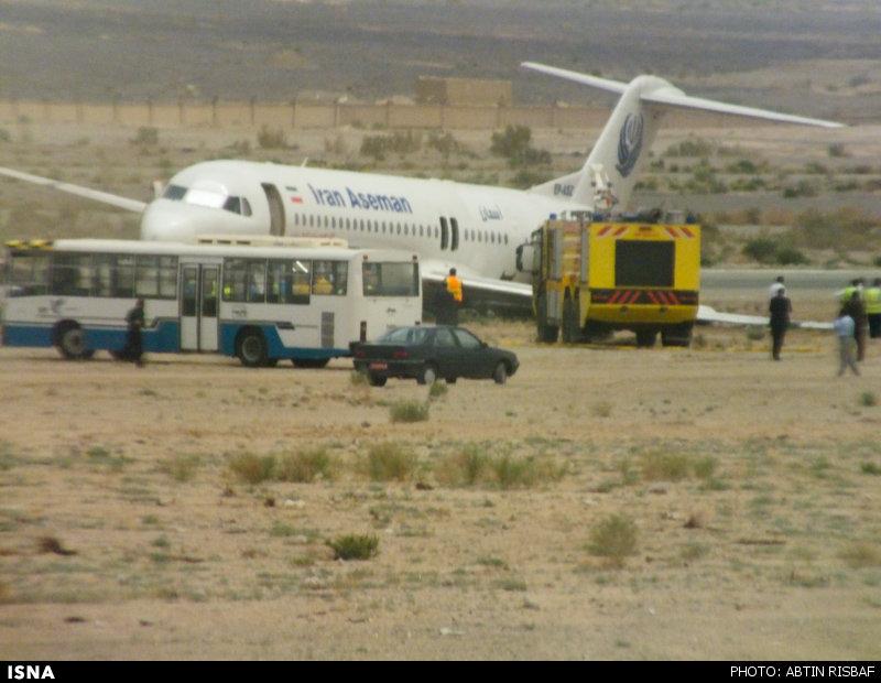 عکس/ فرود هواپیما بدون چرخ عقب – زاهدان