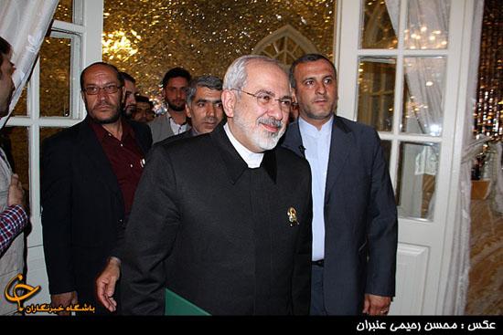 ظریف خادم افتخاری امام رضا(ع)شد+عکس