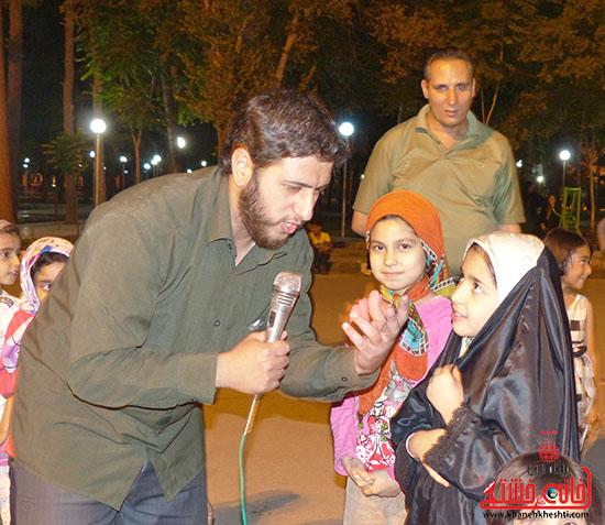 اجرای نمایش خیابانی با موضوع ماهواره در پارک جوان رفسنجان-خانه خشتی (2)