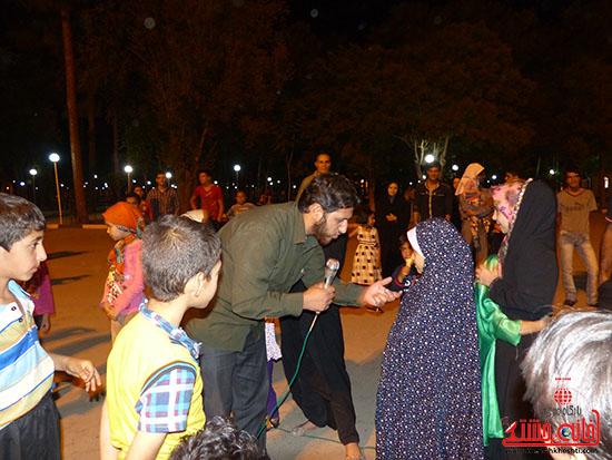 اجرای نمایش خیابانی با موضوع ماهواره در پارک جوان رفسنجان-خانه خشتی (3)