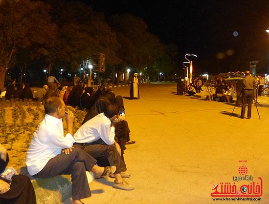 اجرای نمایش خیابانی با موضوع ماهواره در پارک جوان رفسنجان-خانه خشتی (7)