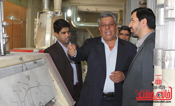 بازدید فرماندار رفسنجان از کارخانه آرد توکل