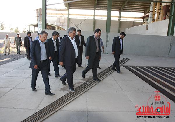 بازدید فرماندار رفسنجان از کارخانه آرد توکل10