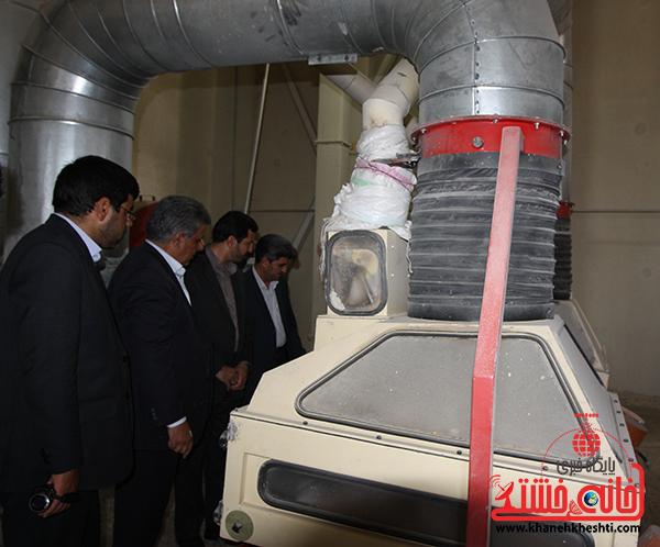 بازدید فرماندار رفسنجان از کارخانه آرد توکل4