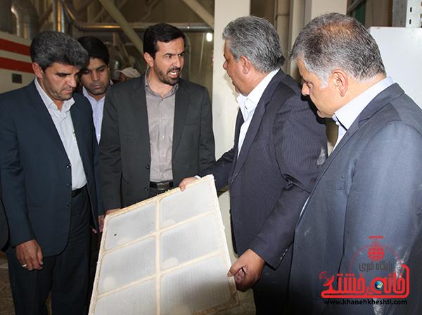 بازدید فرماندار رفسنجان از کارخانه آرد توکل5