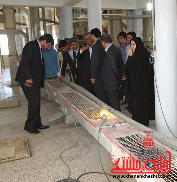 بازدید فرماندار رفسنجان از کارخانه آرد توکل8