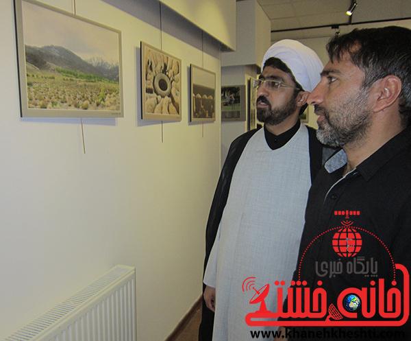 بازدید مسئولین از نمایشگاه عکس