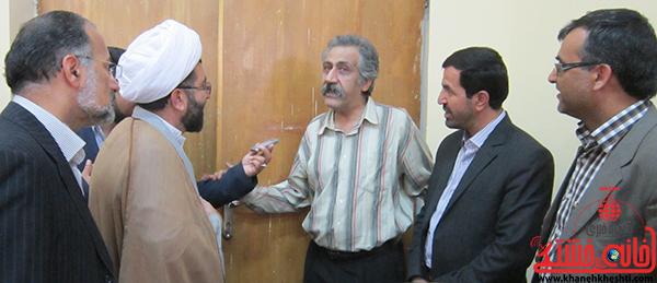 بازدید مسئولین از کتاب های انجمن داستان رفسنجان