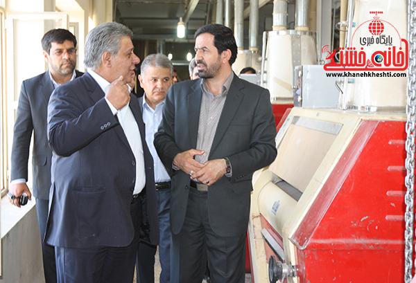 1بازدید فرماندار رفسنجان از کارخانه آرد توکل