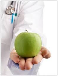 بر سلامت محوری به جای درمان محوری و تقدم پیشگیری بر درمان تاکید می کنیم