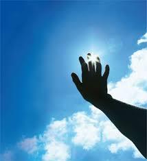 استفاده از کرم ضد آفتاب مناسب برای تمام افراد حتی کودکان ضروری است