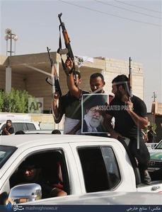 تصاویر/ عکس امام و رهبری در دستان شیعیان عراق