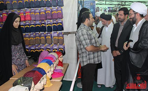 بازدید مسئولین از نمایشگاه بزرگ قرآن  و حجاب و عفاف در رفسنجان5