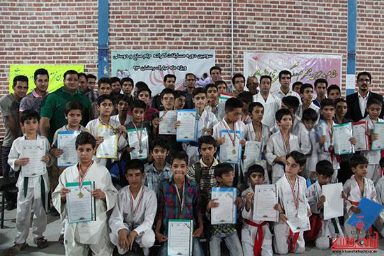 تصاویر دوربین خانه خشتی از مسابقات کاراته جام صلح و دوستی در رفسنجان