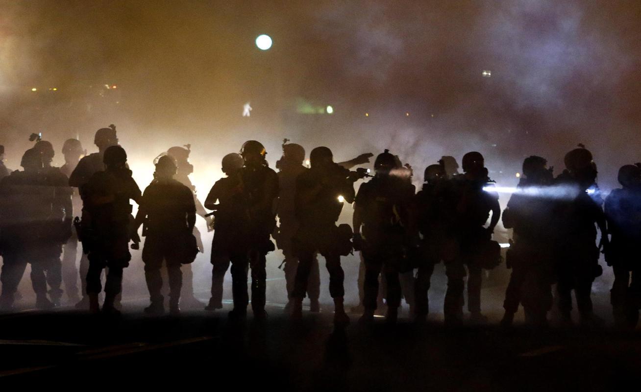 «وضعیت جنگی» در شهر فرگوسن ایالت میسوری آمریکا-جوان 18 ساله سیه پوست (11)