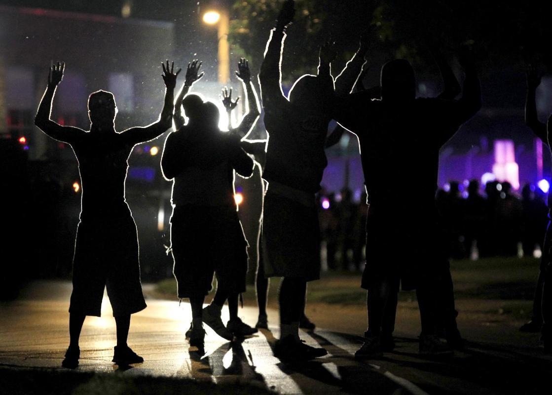 «وضعیت جنگی» در شهر فرگوسن ایالت میسوری آمریکا-جوان 18 ساله سیه پوست (2)
