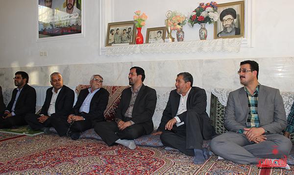 فرماندار رفسنجان با سه خانواده شهید بخش فردوس و نوق دیدار کرد