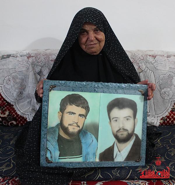 بازدید معاون استاندار از خانواده دو شهید بشکوهی روستای لاهیجان