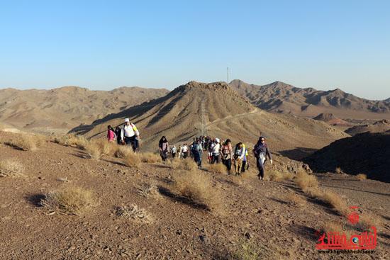 همایش بزرگ کوهپیمایی خانوادگی در رفسنجان-روز خبرنگار-شهید خبرنگار (10)
