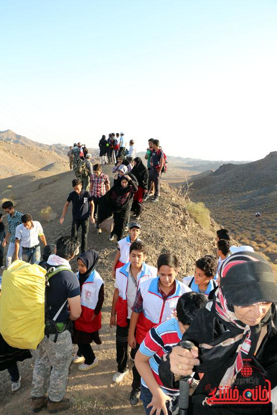 همایش بزرگ کوهپیمایی خانوادگی در رفسنجان-روز خبرنگار-شهید خبرنگار (6)