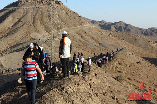 همایش بزرگ کوهپیمایی خانوادگی در رفسنجان-روز خبرنگار-شهید خبرنگار (8)