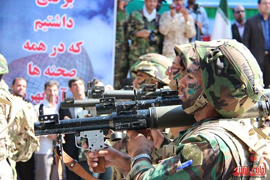 دوربین خانه خشتی در نمایش اقتدار نیروهای مسلح در رفسنجان