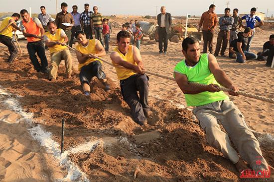 مسابقات طناب کشی در حسین آباد نوق برگزار می شود