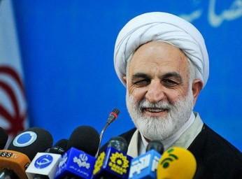 کسی که امروز گروههای تروریستی را به عقب می نشاند سردار سلیمانی است/او افتخار اسلام است