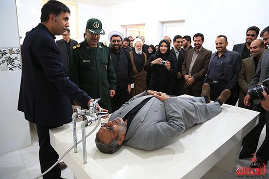 دوربین خانه خشتی همراه با مسئولین رفسنجان در بازدید از طرح های عمرانی