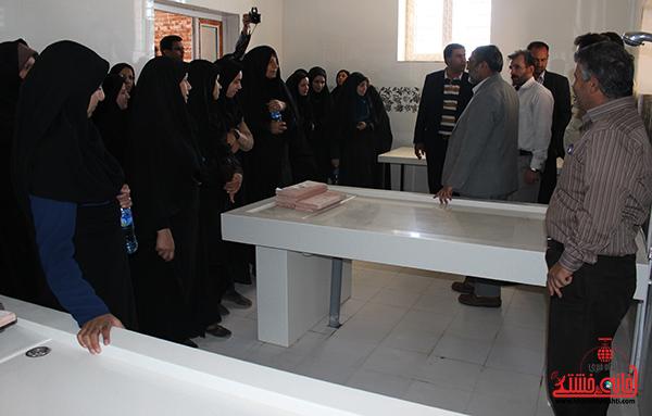 بازدید بانوان شهرداری از آرامستان رفسنجان1
