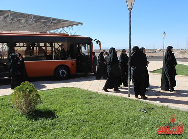 بازدید بانوان شهرداری از آرامستان رفسنجان3